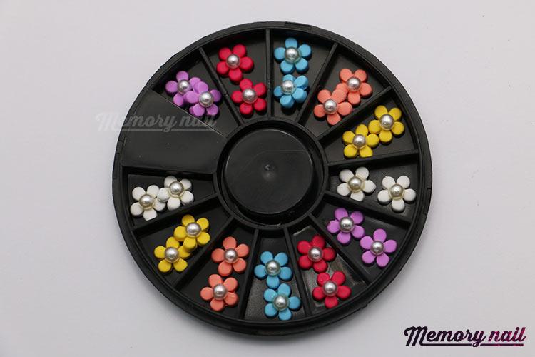 ดอกไม้พลาสติกทรงกลม ติดมุกตรงกลาง คละ6สี กล่องกลมดำ