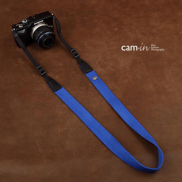 สายกล้องห้อยคอเส้นเล็ก Cam-in รุ่น Slim สีน้ำเงิน 25 mm