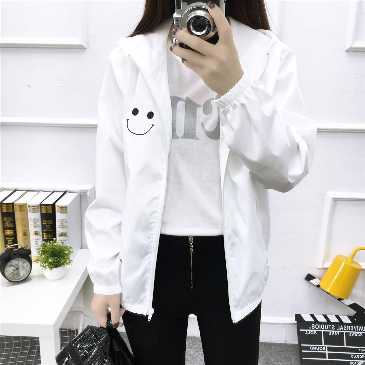 เสื้อคลุมแฟชั่น มีฮูด แขนยาว ผ้าร่ม ลาย smile สีขาว