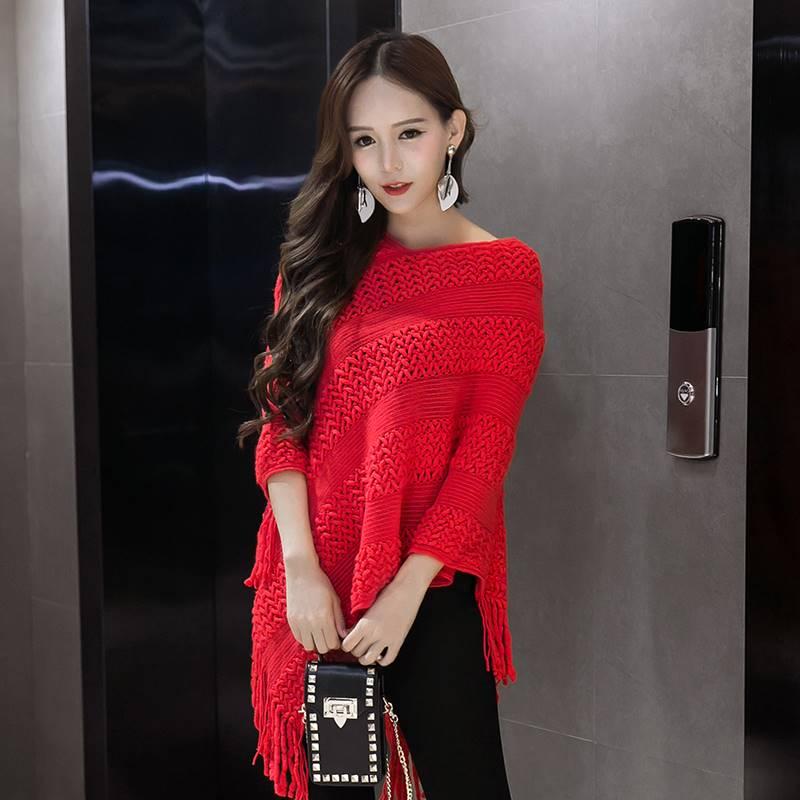 เสื้อแฟชั่น คอวี ทรงเก๋ๆ ผ้าไหมพรม สีแดง