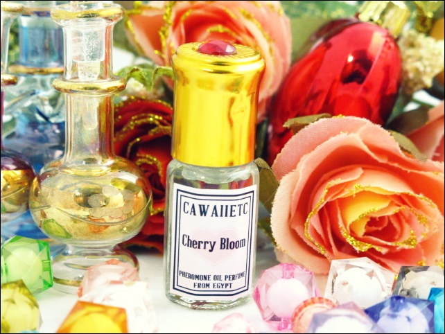 Cherry Bloom กลิ่นหอมอันเป็นเอกลักษณ์ ถอดกลิ่นออกมาจากความหรูหราของเพชรนิลจินดา สูงค่าดุจทองคำ