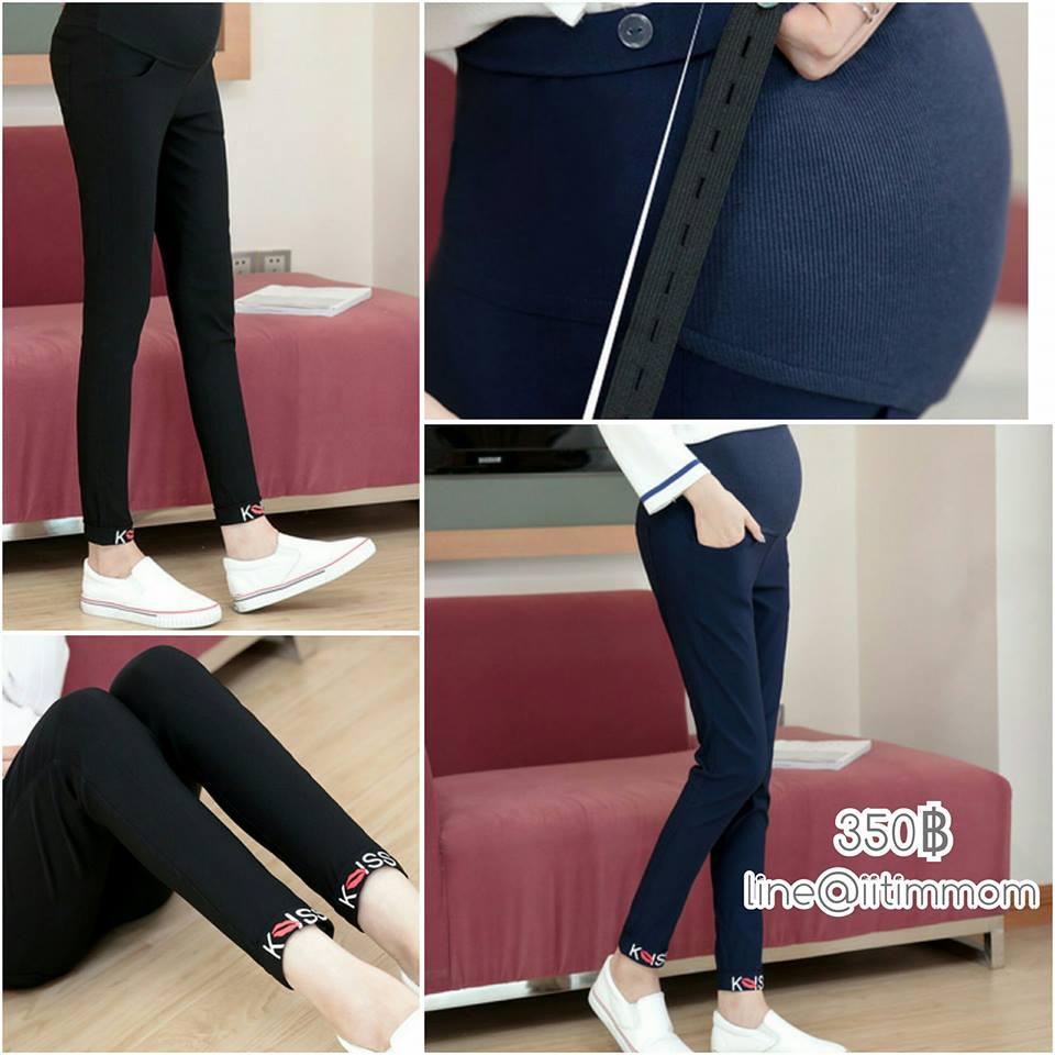 กางเกงขายาวคนท้องสีน้ำเงิน ผ้ายืด ใส่ได้ทั้งแบบเรียบๆและพับขาก็จะเห็นลายที่สกีนค่ะ