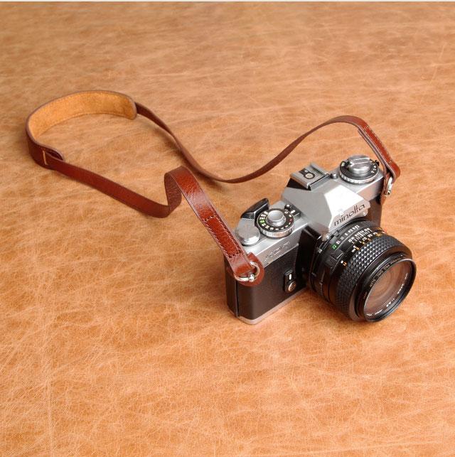 สายคล้องกล้องหนังแท้ cam-in มีที่รองคอ สีน้ำตาลอ่อน