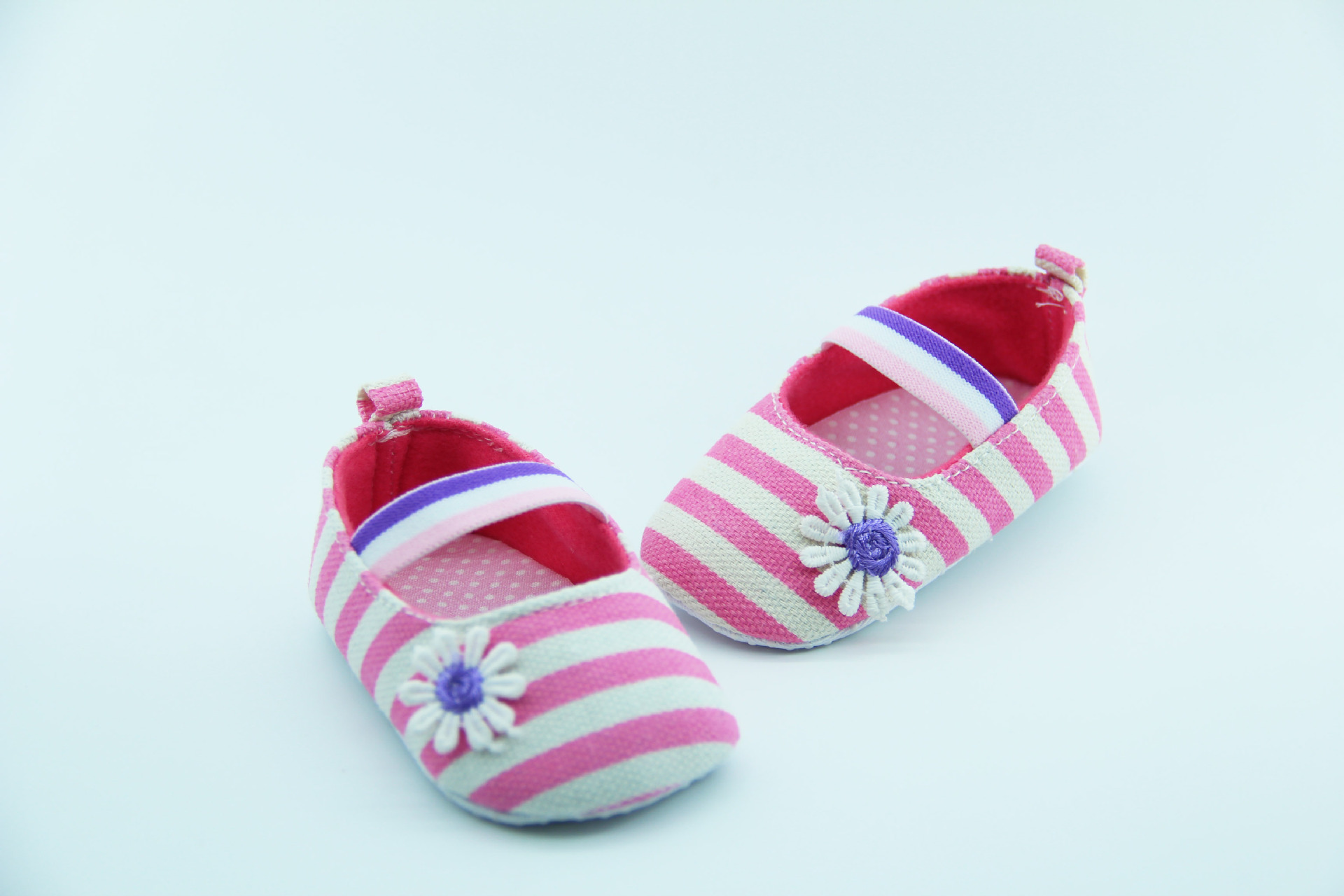 รองเท้าลายทาง-แต่งดอกเดซี่