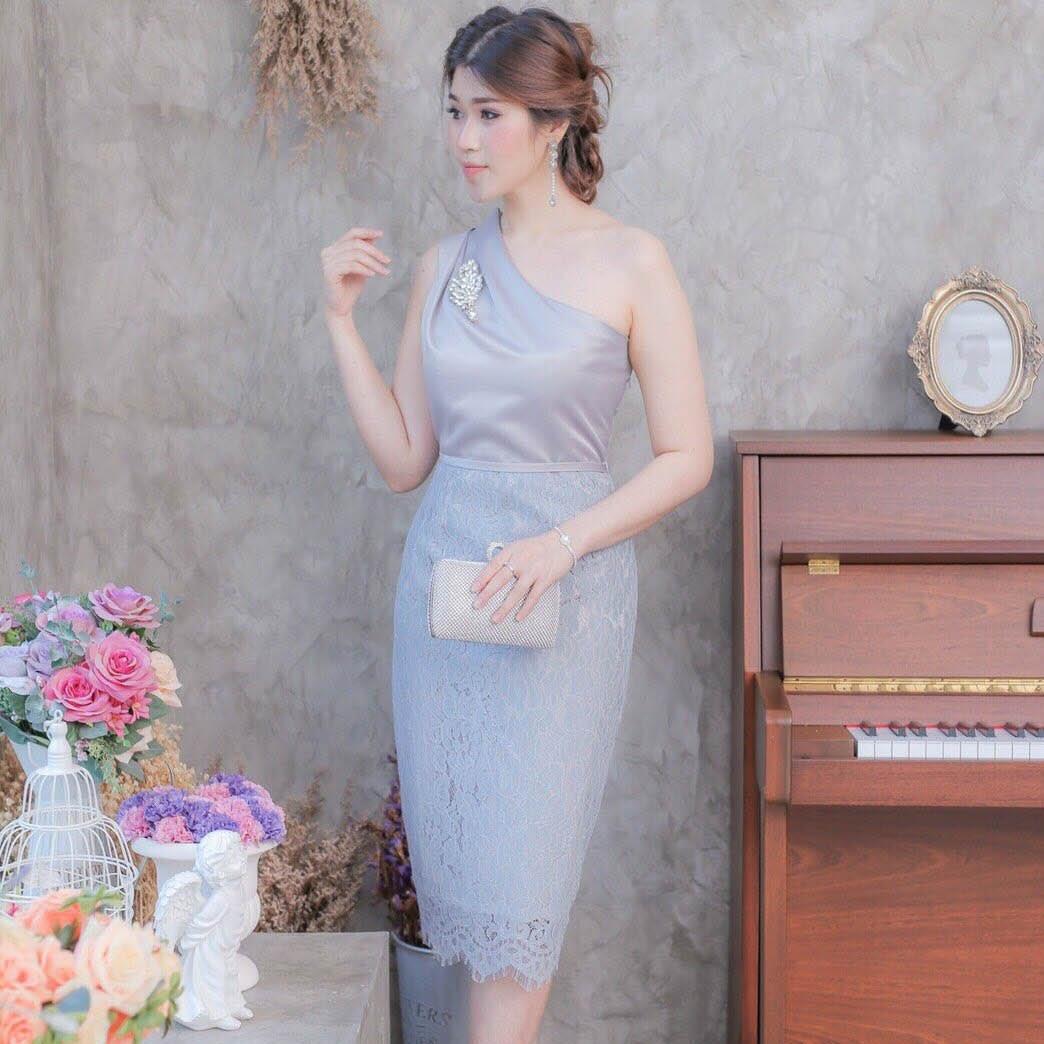 ชุดออกงาน/ชุดไปงานแต่งงานสีเทา ไหล่เฉียง ทรงเข้ารูป แนวเรียบหรู สวยสง่า