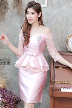 ชุดเดรสออกงาน ไปงานแต่งงานสวยหรูสีชมพูพิ้งโกล คอปาดเปิดไหล่