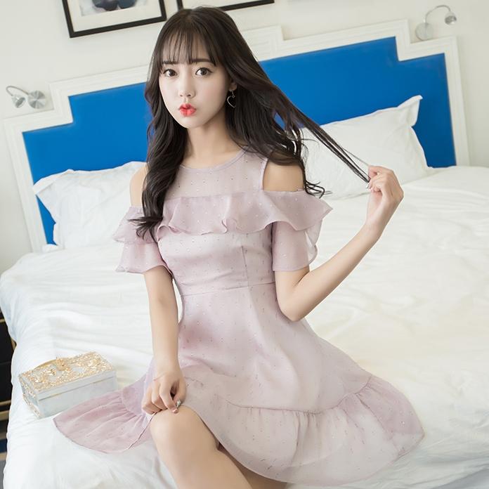 ชุดเดรสสั้นสีม่วง เว้าไหล่ แฟชั่นสวยๆ น่ารัก สไตล์เกาหลี