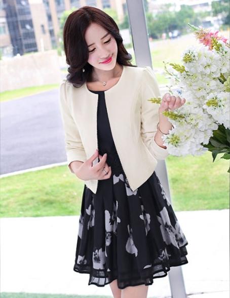ชุดทำงานสีดำสวยๆ เซ็ท เสื้อคลุมสีครีม + ชุดเดรสสั้นสีดำลายดอกไม้ เรียบร้อย สวย ดูดี สไตล์สาวออฟฟิศ