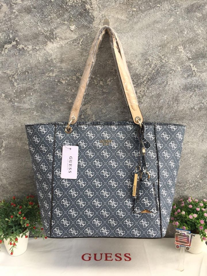 d765a32cd55b65 GUESS KAMRYN SIGNATURE LARGE TOTE - SHoP SUD CHiC : Inspired by ...