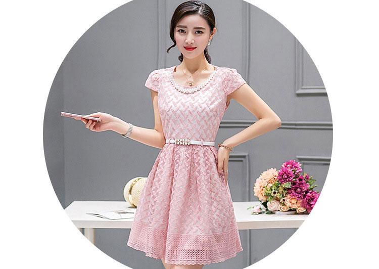 ชุดเดรสสั้นสวยหวาน น่ารักๆ สีชมพู ผ้าลูกไม้ แขนสั้น กระโปรงบาน แถมฟรีสร้อยคอมุก+เข็มขัดเข้าชุด