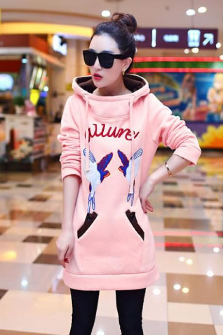 (สินค้าหมด) เสื้อกันหนาวผู้หญิง สีชมพู ตัวยาวคลุมสะโพก ลายนกน่ารัก แต่งซับในฮูทสีน้ำตาล แต่งสายรูด