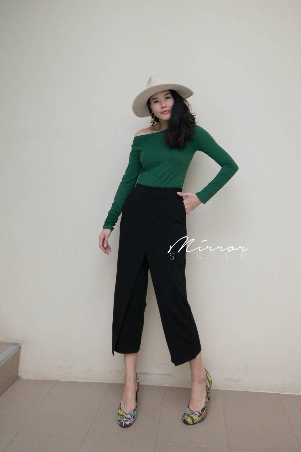 กางเกงZaraดีไซน์เก๋ เอวต่ำเหมือนใส่กระโปรงทรงไขว้ทับกางเกง ได้ลุคworking womanสไตล์เกาหลีเลยค่ะ ผ้าเนื้อดี๊ดี..ใส่สบายค่ะ