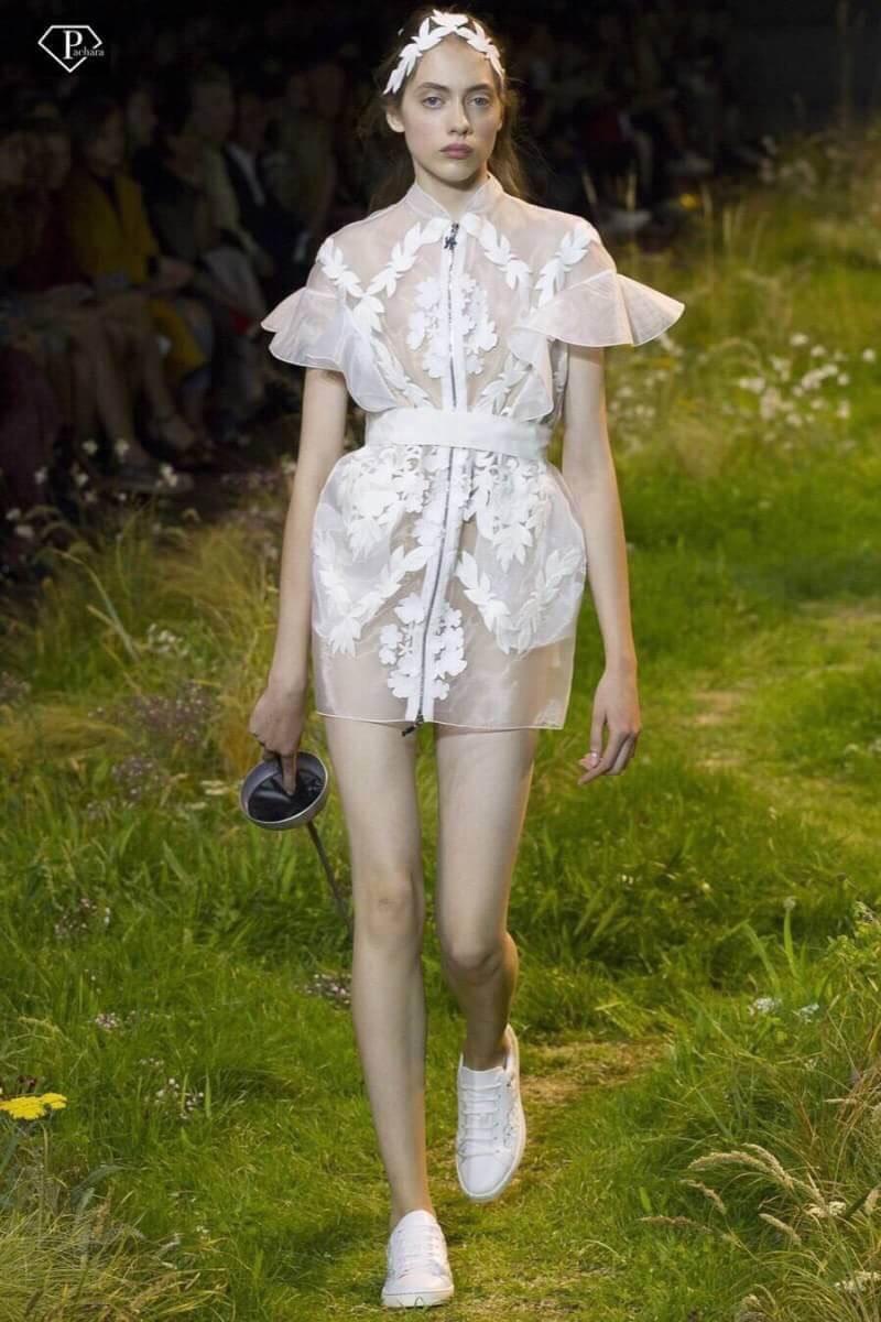 ชุดเดรสแฟชั่น เดรสเกาหลีรสโค้ทผ้าตาข่ายออแกนซ่าปักดอกแปะ งานแบรนด์ Moncler