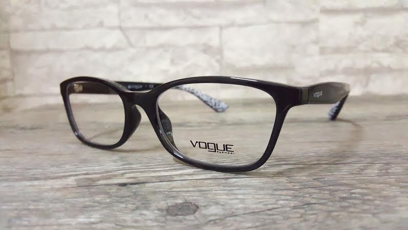 Vogue 5024 w44 โปรโมชั่น กรอบแว่นตาพร้อมเลนส์ HOYA ราคา 2,600 บาท