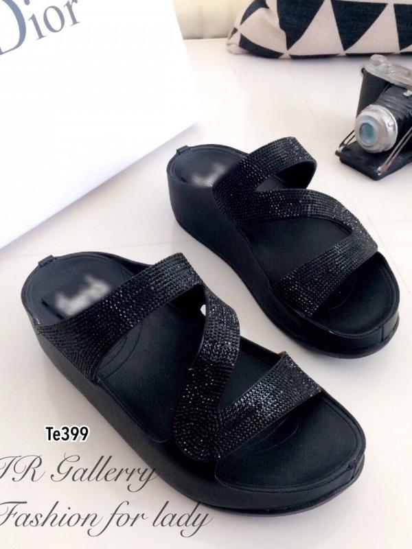 รองเท้าแตะทรงสวม สายไขว้ติดเพชร (สีดำ )