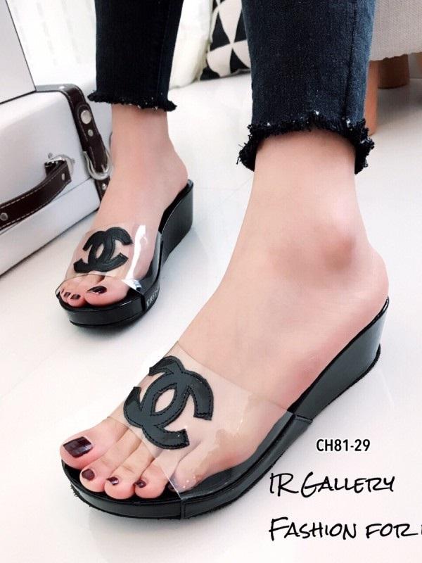 รองเท้าแตะเปิดส้น สไตล์ลำลอง ส้นเตารีด แต่งโลโกCC (สีดำ )