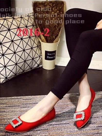 รองเท้าคัทชูหัวแหลม สไตล์Roger-Viewer แต่งหัวเข็มขัดสีเงิน (สีแดง )