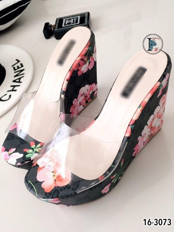 รองเท้าส้นเตารีดแบบสวมลายดอกไม้กุชชี่ (สีดำ )