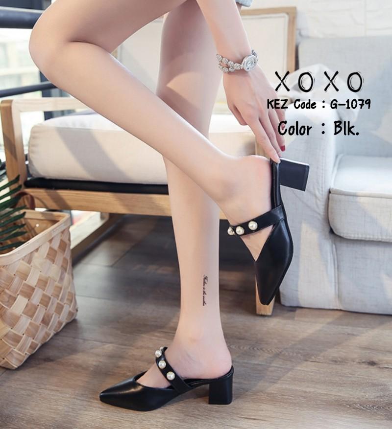 รองเท้าส้นตันหัวแหลมสีดำ เปิดส้น แบบสวม แต่งไข่มุก (สีดำ )