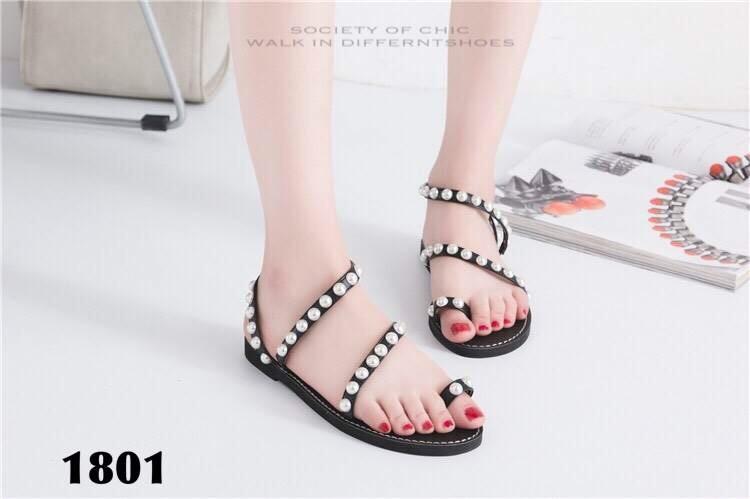 รองเท้าแตะรัดส้นสีดำ แบบคีบ ปรับมุก (สีดำ )