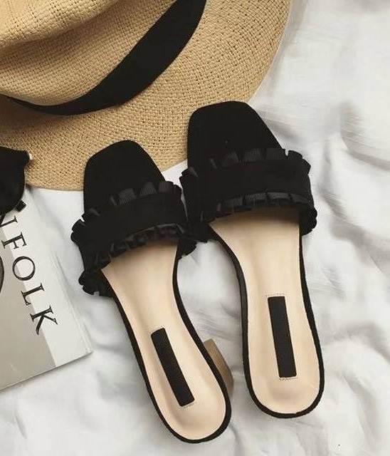 รองเท้าส้นตันสีดำ เปิดส้น พื้นยางลายไม้ (สีดำ )