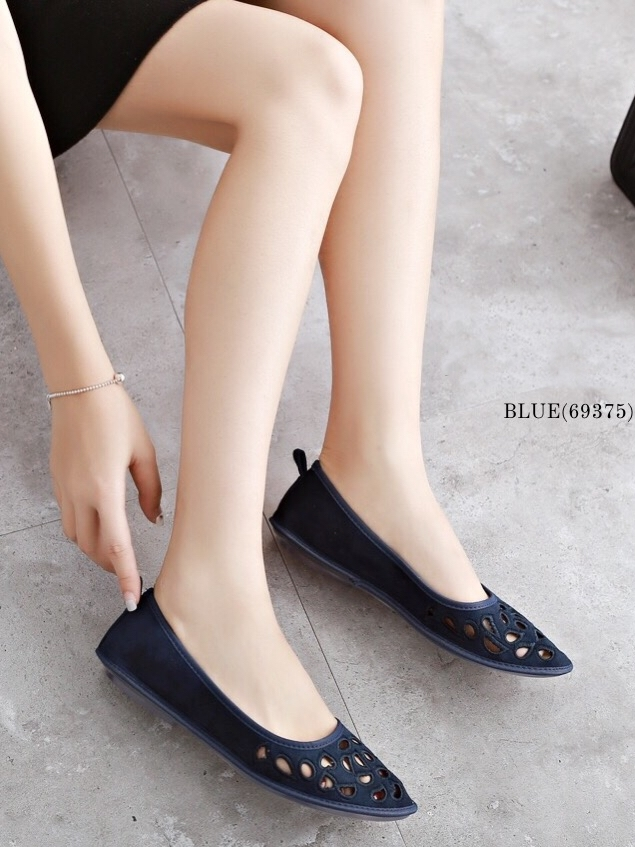รองเท้าคัทชูส้นแบน ฉลุลาย (สีน้ำเงิน)