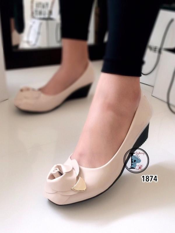 รองเท้าคัทชูส้นเตารีดแต่งกุหลาบด้านหน้า (สีครีม )