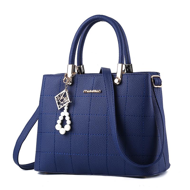 พร้อมส่ง กระเป๋าผู้หญิงถือและสะพายข้าง แฟชั่นยุโรป สไตล์แบรนด์ MIUMIU รหัส KO-721 สีน้ำเงิน *แถมจี้ห้อย