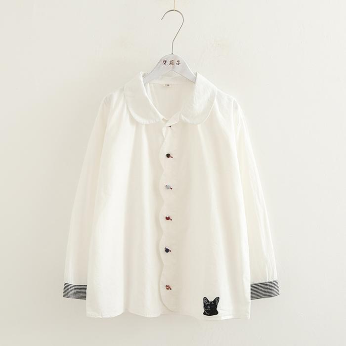 เสื้อเชิ้ตสีขาวแขนยาว ปักแต่งลาย