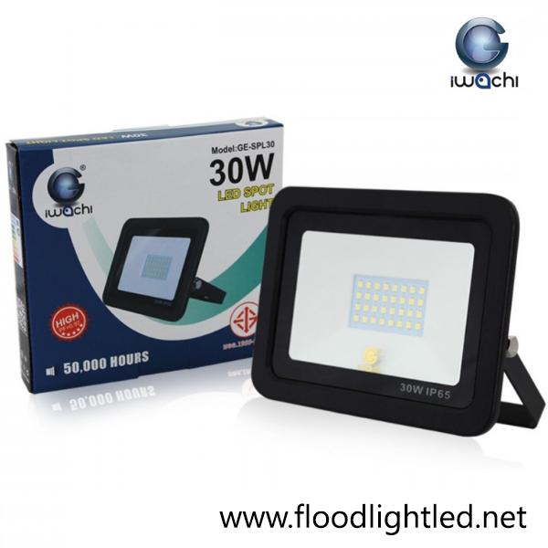 สปอร์ตไลท์ LED 30w รุ่นบาง ยี่ห้อ Iwachi (แสงขาว)