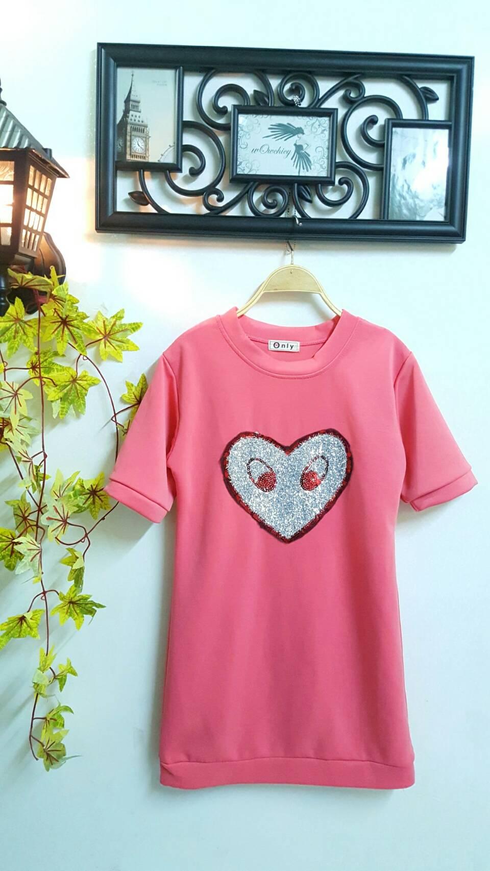 WOW Mini Dress : ชุดเดรสแขนสั้น ปักรูปหัวใจวิ้งๆ เก๋มาก ผลิตจากผ้าสคูบ้า เนื้อหนานุ่มค่ะ