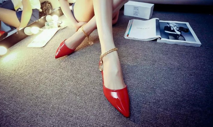 รองเท้าหนังหัวแหลมเกาหลี ส้นแบนสูง 1 ซม.ดีไซน์โซ่คล้องสวยเปรี้ยว