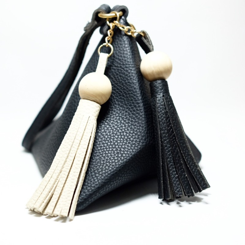 กระเป๋าครัช กระเป๋าถือ สามเหลี่ยมเล็ก-มีตุ้ม [สีดำ]