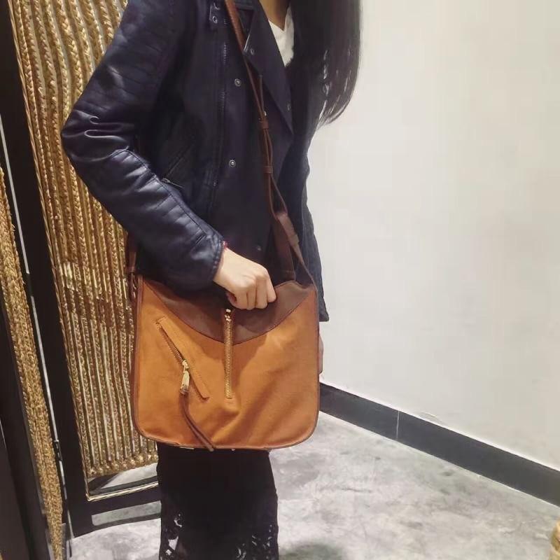 กระเป๋าสะพายแฟชั่น กระเป๋าสะพายข้างผู้หญิง ทรงซีลีน ถือก็ได้ สะพายก็ได้ [สีส้ม ]