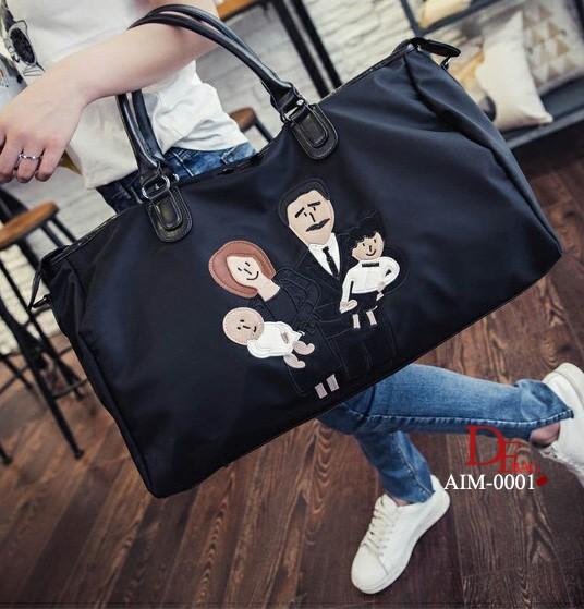 กระเป๋าเดินทาง สามารถถือหรือสะพายไหล่ได้ รูปการ์ตูนครอบครัว [สีดำ ]