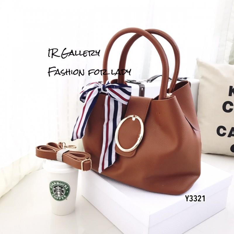 กระเป๋าถือแฟชั่น กระเป๋าสะพายข้างผู้หญิง แต่งผ้าลายริ้วผูกหูกระเป๋า แถมกระเป๋าใบเล็ก [สีน้ำตาล ]