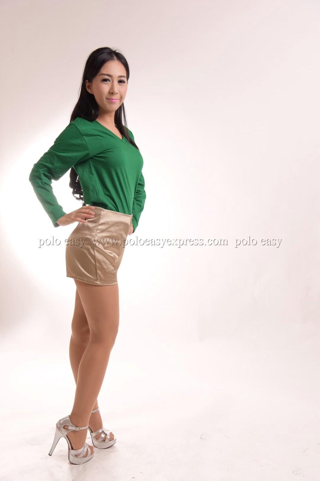 เสื้อยืด สีเขียวใบไม้ คอวี แขนยาว Size XL
