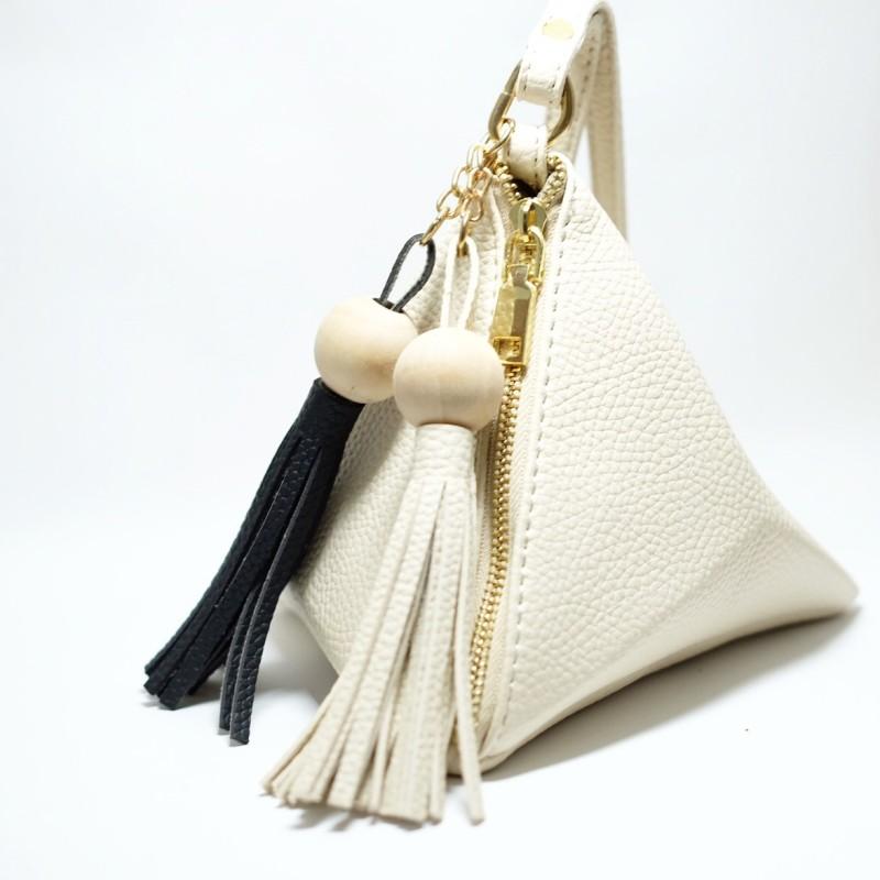 กระเป๋าครัช กระเป๋าถือ สามเหลี่ยมเล็ก-มีตุ้ม [สีครีม]
