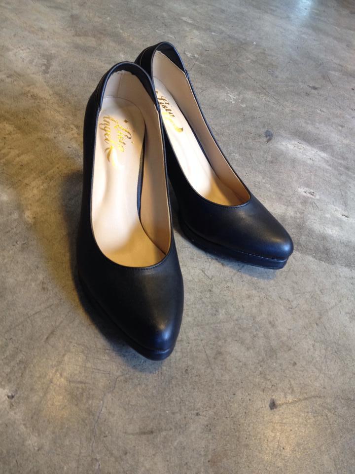 รองเท้าหัวแหลมดำ 40