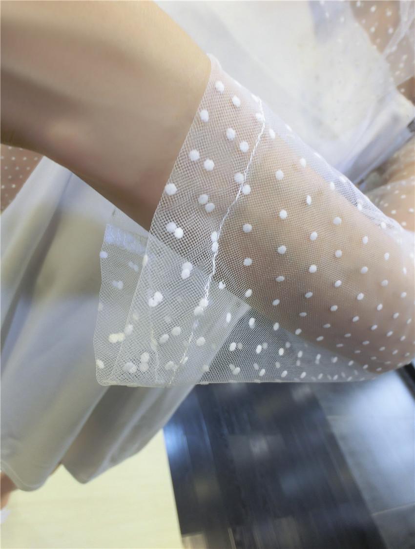 ชุดเดรสแฟชั่นเกาหลีสีขาวแขนยาวตาข่าย