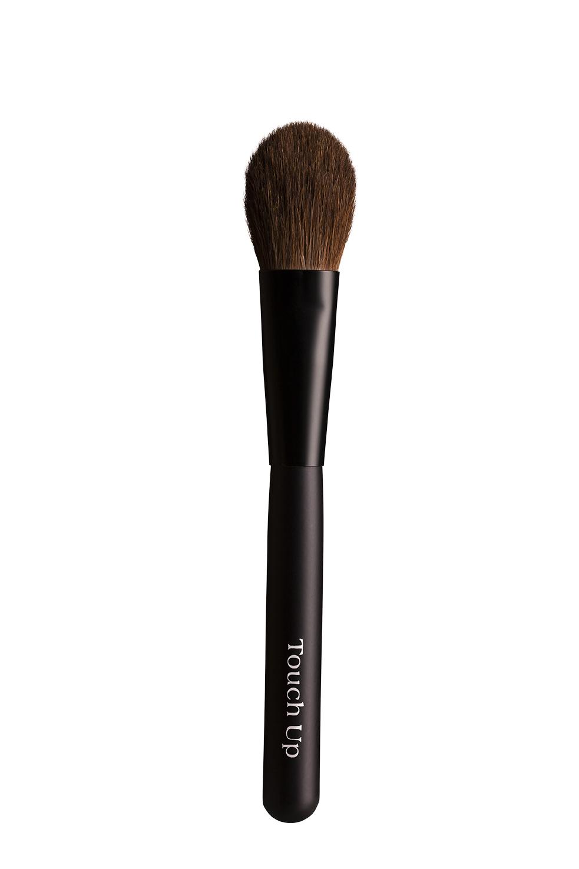 ทัชอัพ แปรงปัดแก้มทรงแบน เบอร์ 135 (Flat Blush Brush no.135)