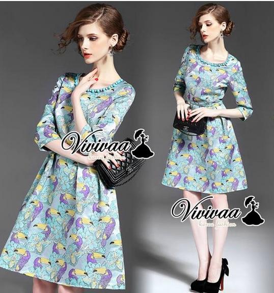 Violety bird print blue mint dress เนื้อผ้าโพลีเอสเตอร์เนื้อผ้าสวยอย่างดีทอลายในตัว Detail : ได้ลุคสาวผู้ดีด้วยเดรสทรงแขนสามส่วน ชายกระโปรงทรงบาน สวยเก๋ๆ ด้วยงานพิมพ์ลายนกโทนสีสดใสน่าใส่มากคะ สวย เก๋ด้วยโทนสีม่วงเขียว สีสวยมากคะ เติมความสวยด้วยงานเย็บประด