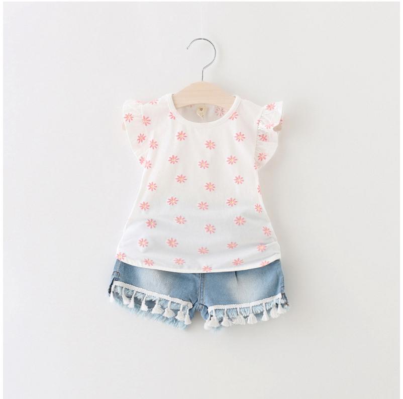 ชุดเซ็ทเสื้อสีขาว+กางเกงยีนส์ผ้านิ่มเอวยางยืด แต่พู่ๆที่ขอบของกางเกง น่ารักใส่สบายค่ะ