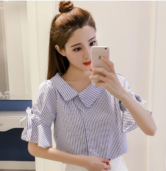 เสื้อเชิ้ตแฟชั่น คอปกเฉียง กระดุมหน้า ลายทางสีน้ำเงินขาว
