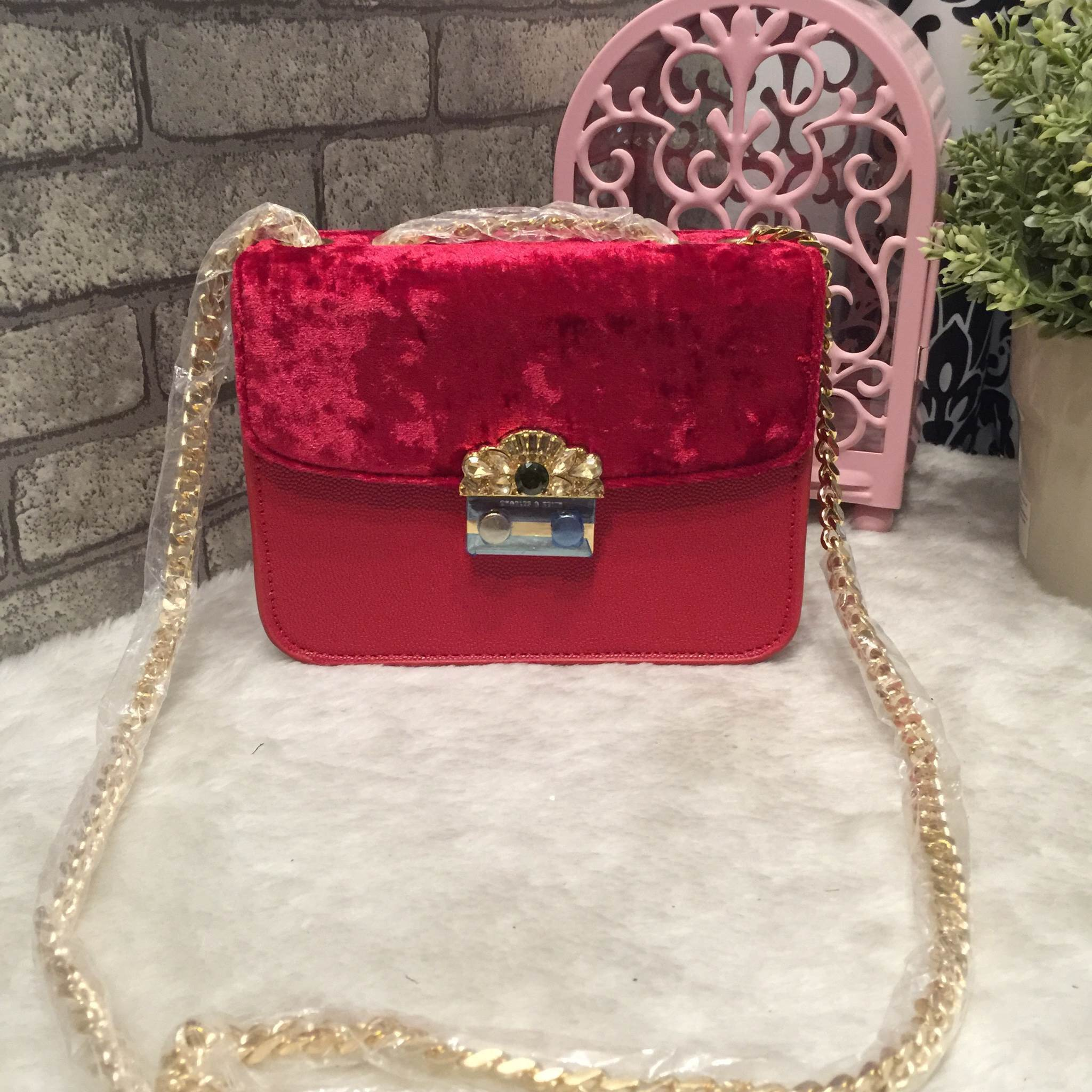 CHARLES & KEITH EMBELLISHED BUCKLE CROSSBODY BAG *สีแดง