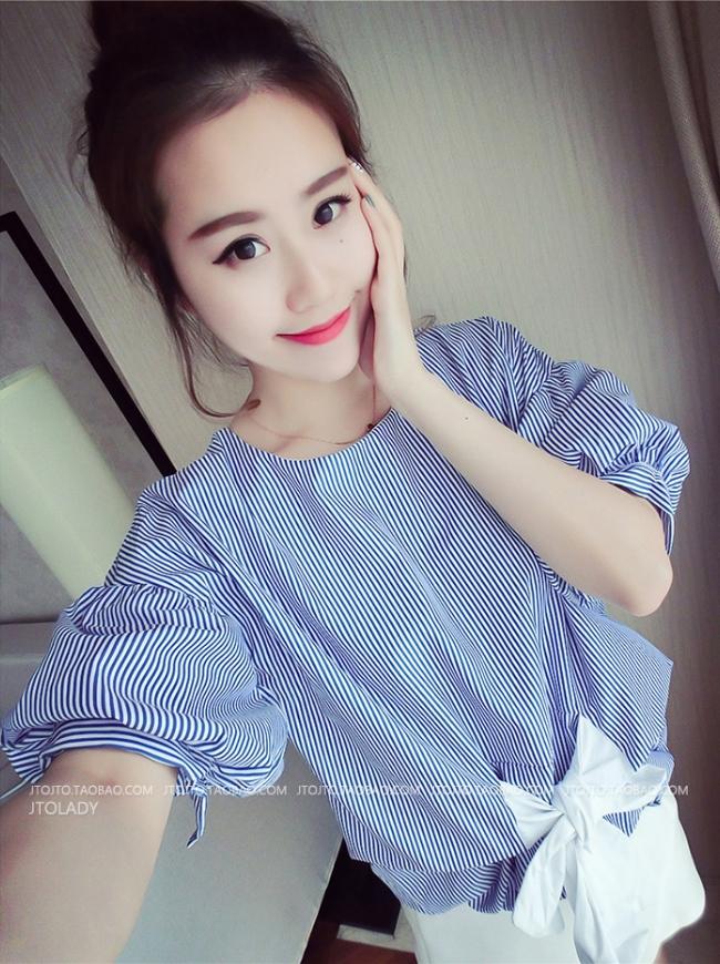 เสื้อแฟชั่นเกาหลี แขนสั้น เอวแต่งโบว์ ลายทางสีฟ้า