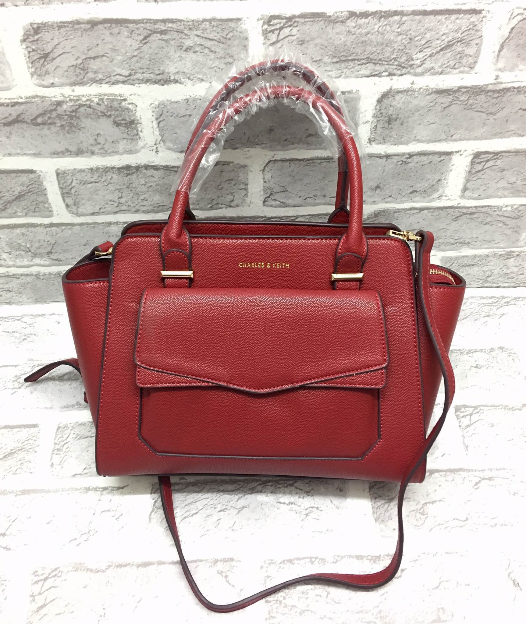 CHARLES & KEITH STRUCTURED TRAPEZE BAG *แดง