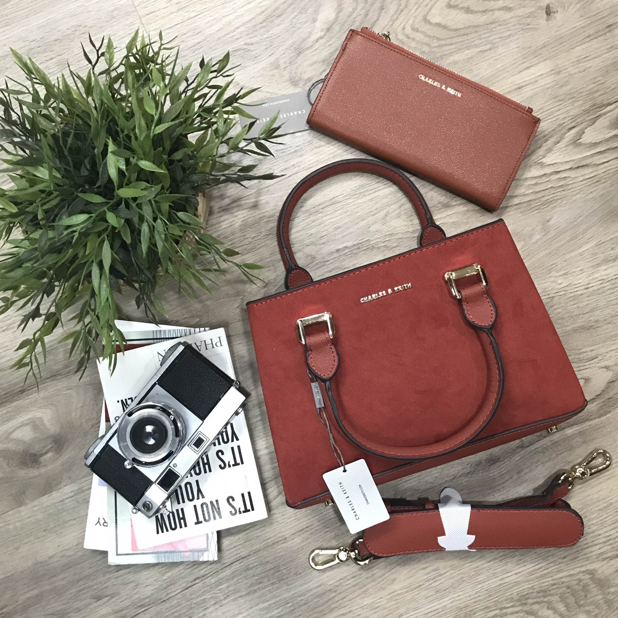 CHARLES & KEITH STRUCTURED TOP HAND BAG *ส้มอิฐ