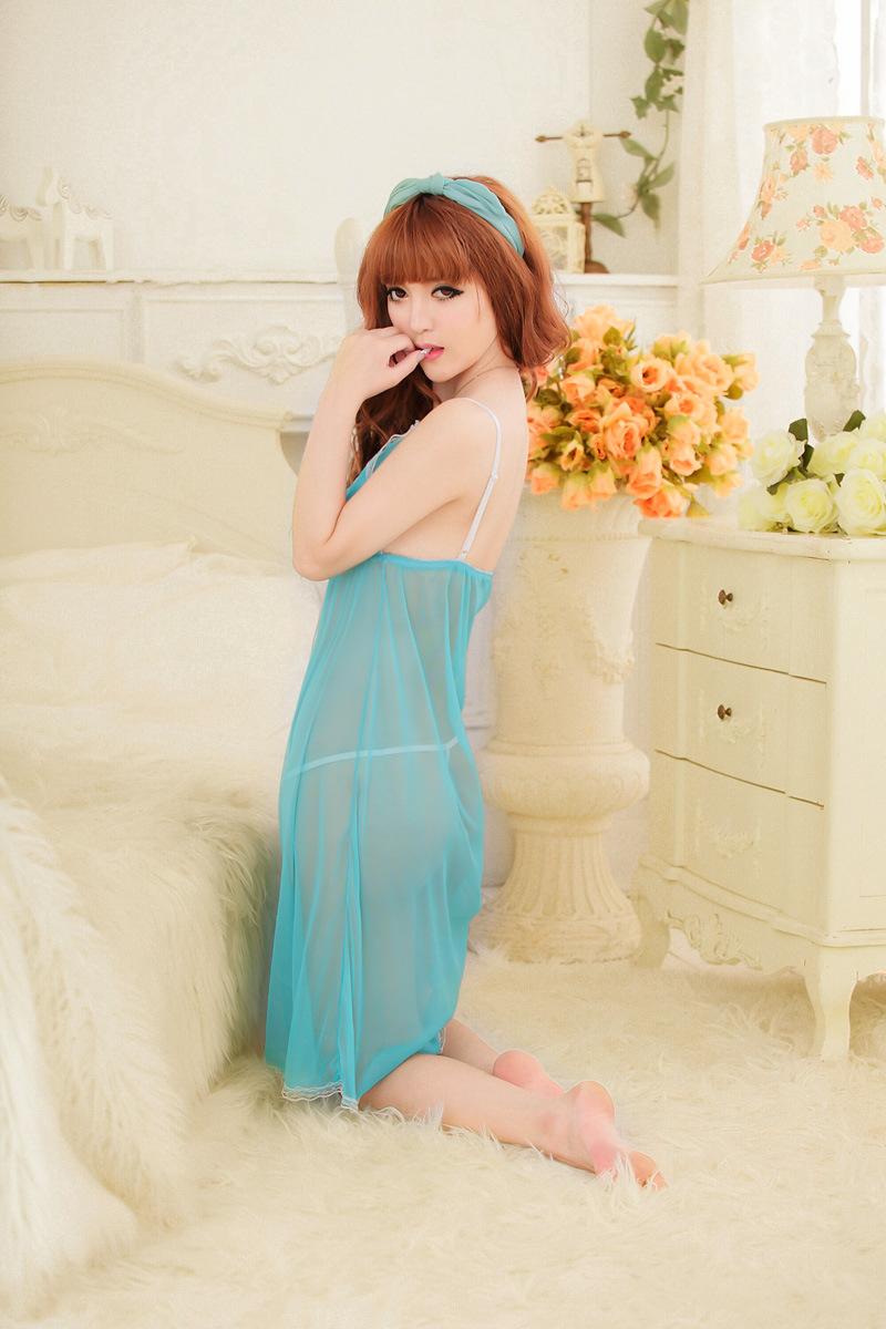 ชุดนอนสีฟ้ายาว ภาพด้านข้าง