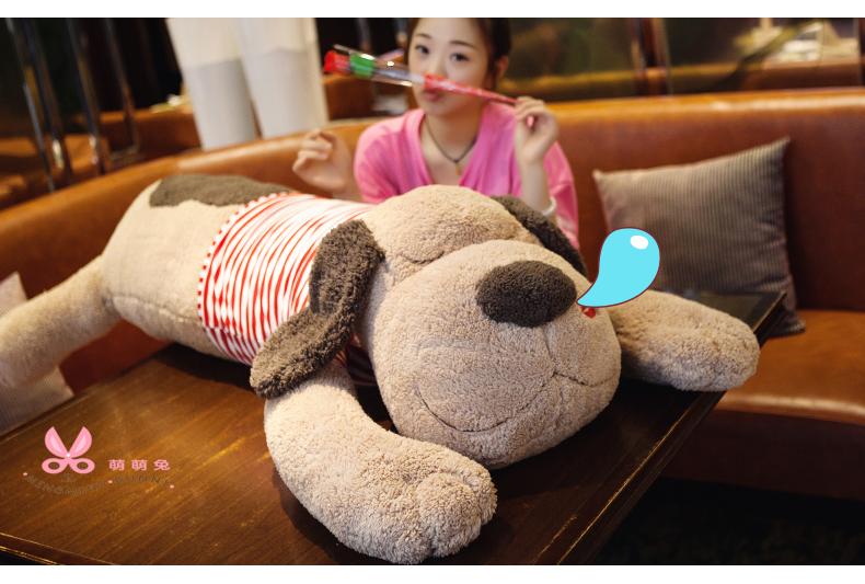 ตุ๊กตาสุนัข หมอนข้าง (ใส่เสื้อลายสีแดง) ขนาด 90 cm.
